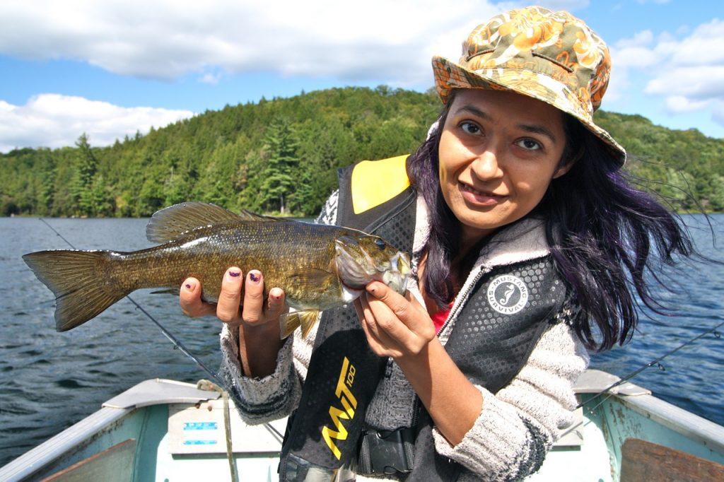 vissen op een meer in ontario