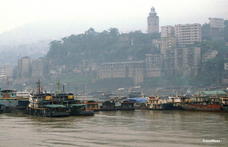 Wanxian in 1990 met de xishan bell tower, yangtze wanxian