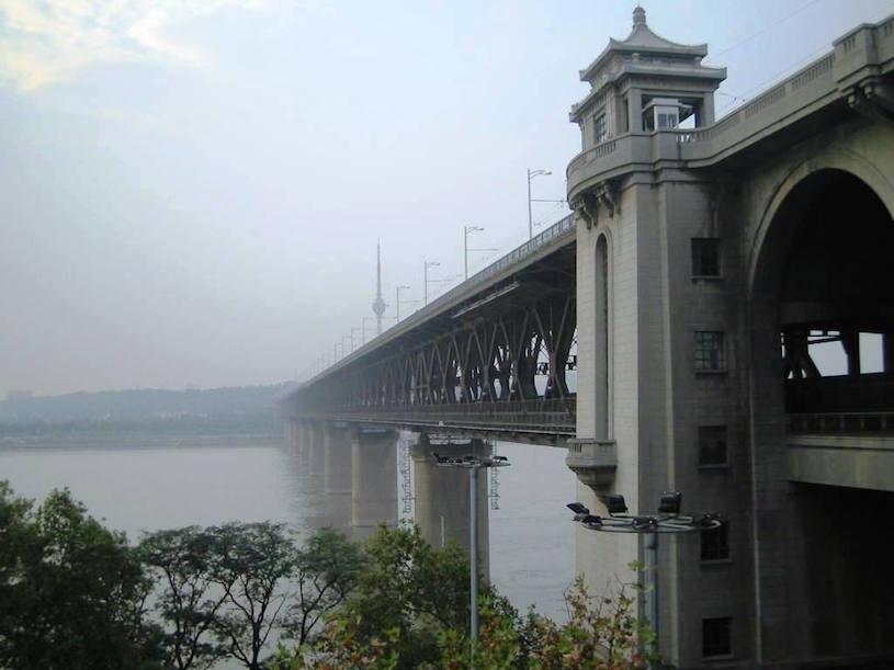 brug over de Yangtze rivier in Wuhan