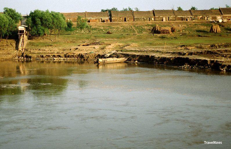 boerenwoningen langs de Yangtze rivier, China