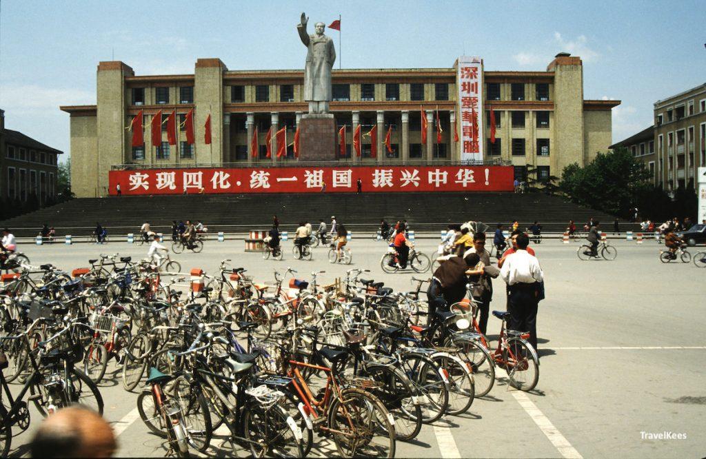 chengdu, statue of mao zedong