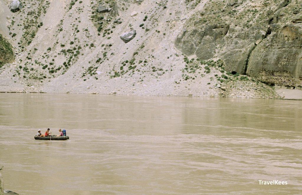 met een rubberboot op de Yangtze rivier