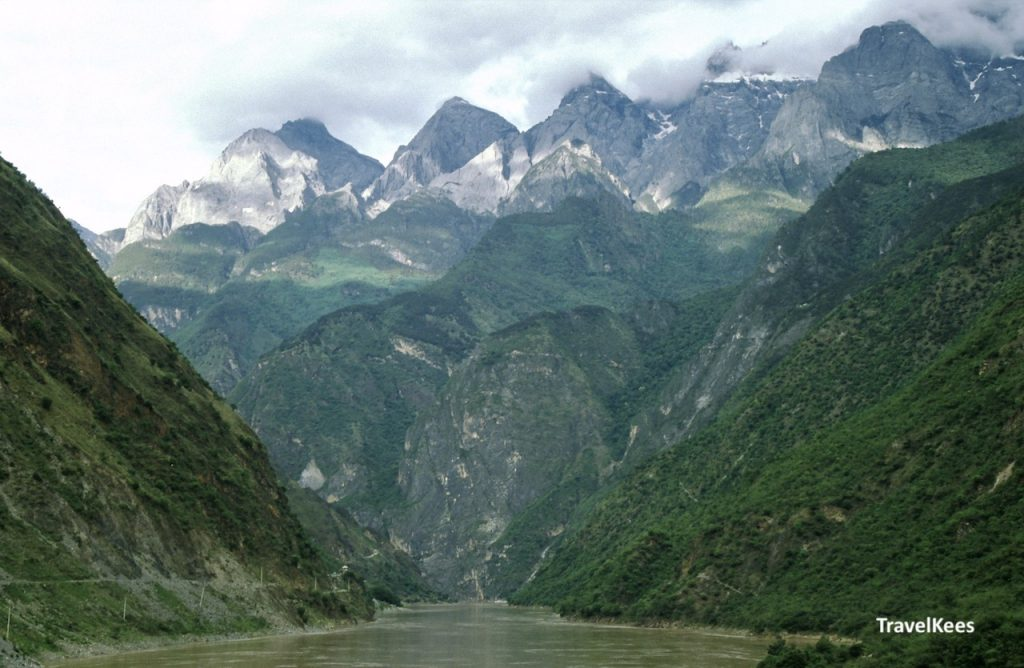 tiger leaping gorge, jade dragon mountains,