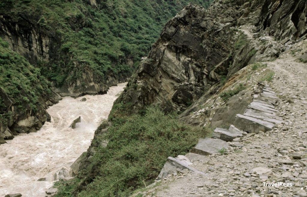 stroomversenlling in de yangtze rivier langs de tiger leaping gorge