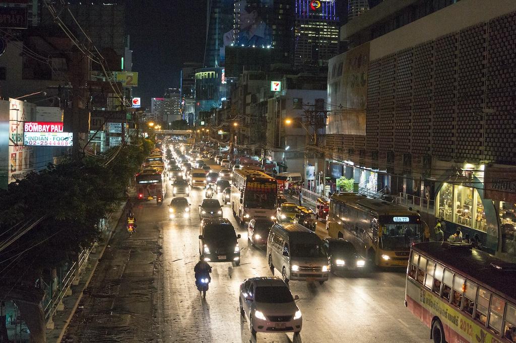 bangkok night traffic, bangkok avondspits,