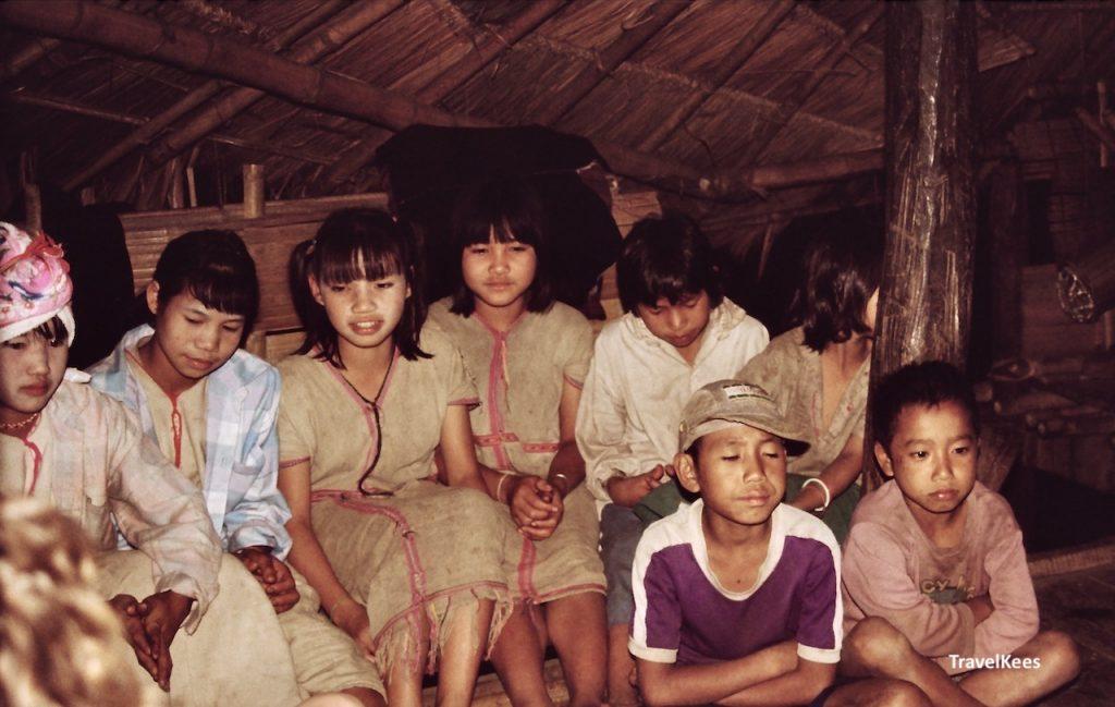 kinderen in dorpje, Chiang Mai trekking