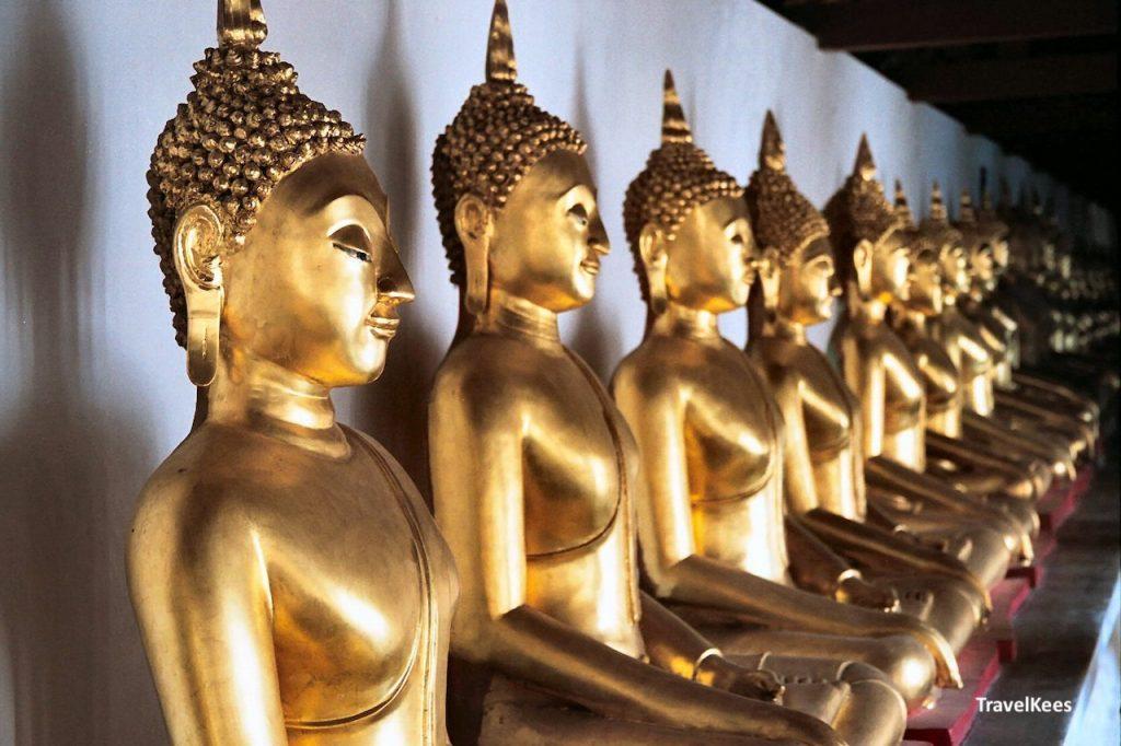 boeddhabeelden in tempel, thailand