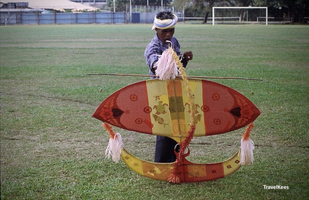 wau bulan, vlieger Maleisië
