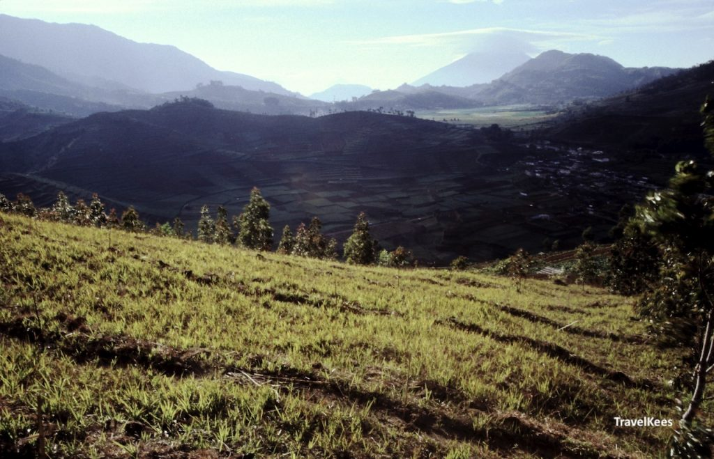 dieng plateau java, vulkaanlandschap