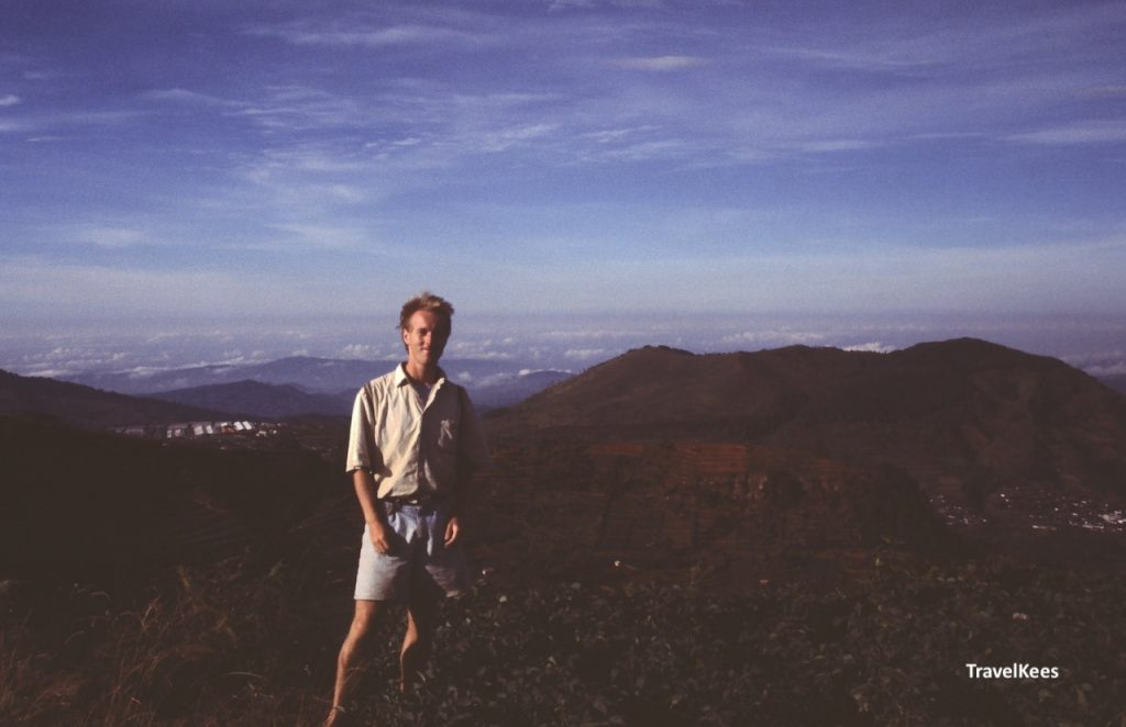 uitzicht dieng plateau travelkees
