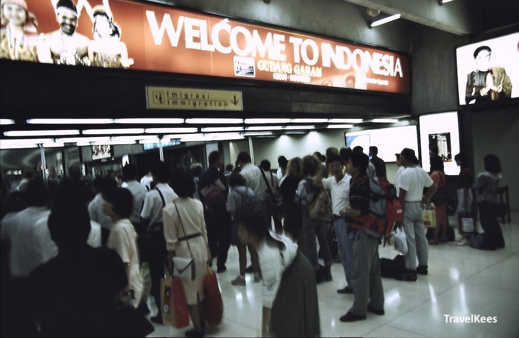 immigratie luchthaven jakarta, aankomst van vlucht van singapore naar jakarta,