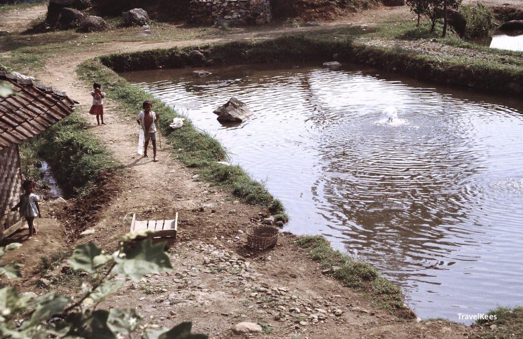 kinderen in dorp op java