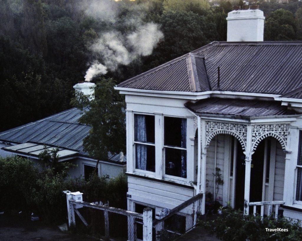 victoriaans huis met rokende schoorsteen, dunedin