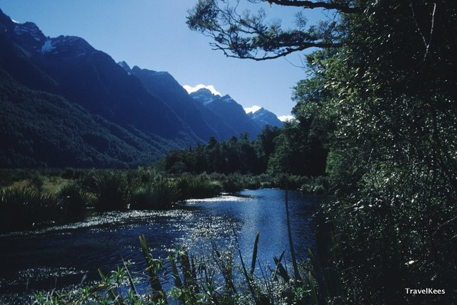 mirror lakes in fiordland national park