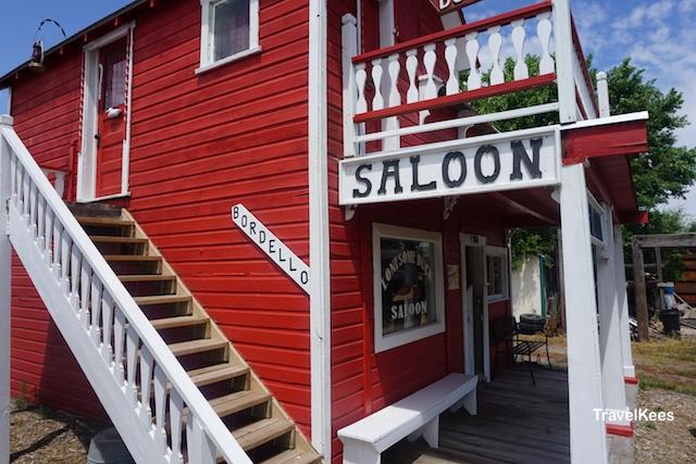 Nebraska, Dobbys Frontier Town, saloon