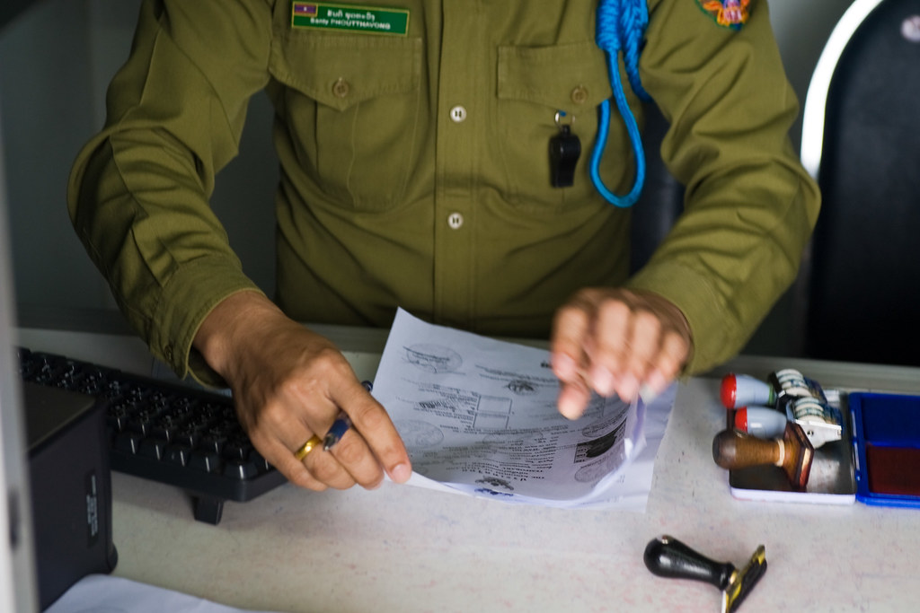 vietnam customs officer, reisproblemen