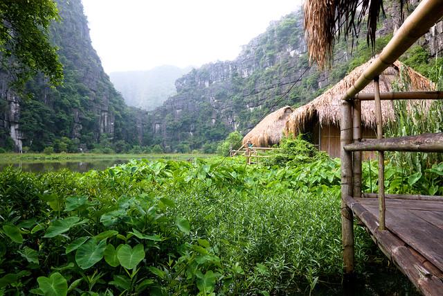 bamboehutjes van nguyen shack homestay bij ninh binh in mooie vallei