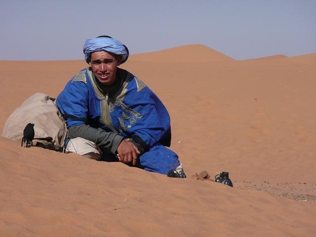 touareg in de zandwoestijn