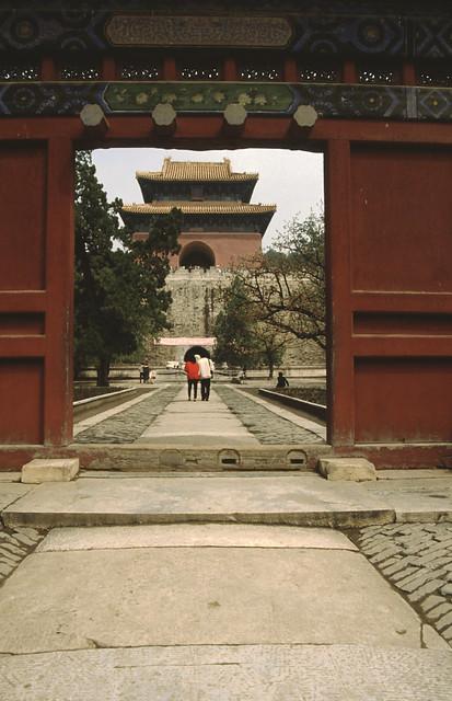 gate at the ming tombs, poort bij de ming graven,
