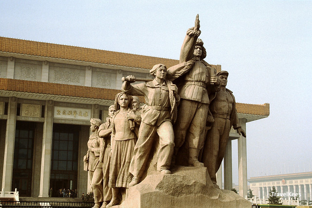 monument bij het mausoleum van Mao Zedong