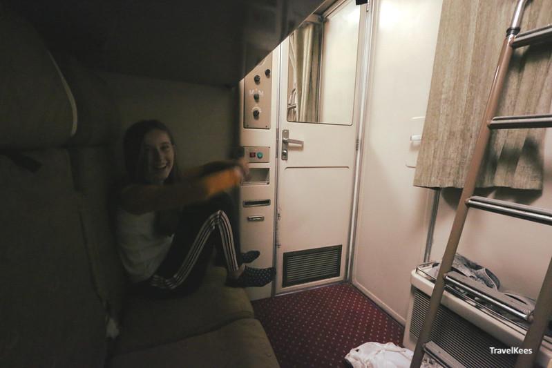 treincoupe in nachttrein Cairo Luxor, egypte met kinderen