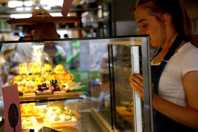 vitrine bij bistro Sisters, food tour door Praag