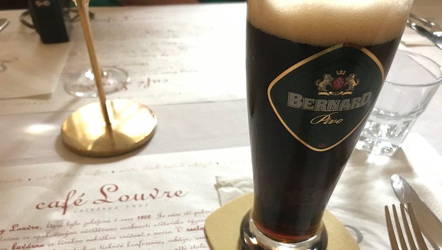 donker bier, cafe Louvre, Praag, food tour door Praag