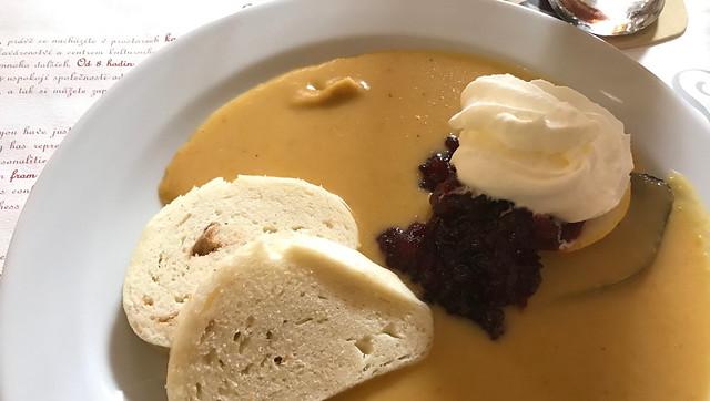 Svikcova in Cafe Louvre, Praag, food tour door Praag