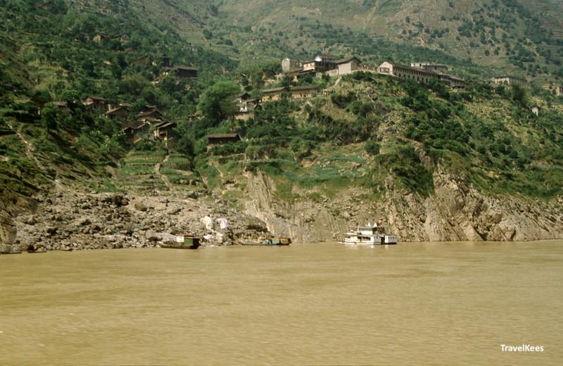 dorp op de oevers van de yangtze rivier