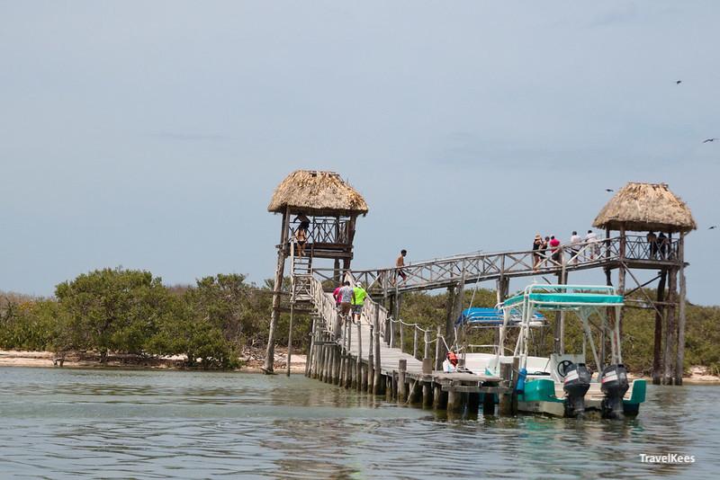 aanlegsteiger met vogelkijkhutten bij Isla Pajaros; 3 islands tour
