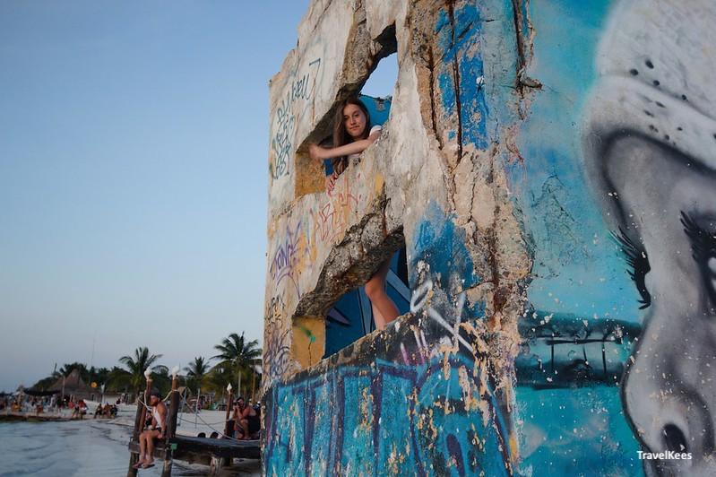 beschilderd beton op het strand van Isla Holbox