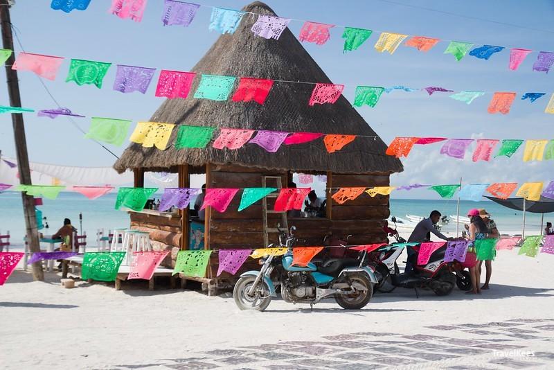 vlaggetjes bij beach bar