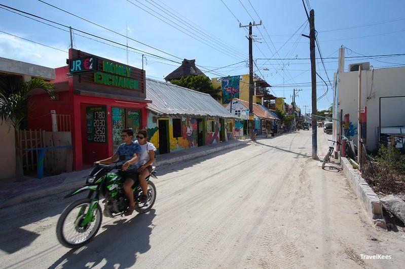 motorfiets in de straten van Isla Holbox