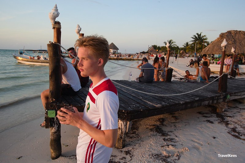 zonsondergang op strand van isla holbox