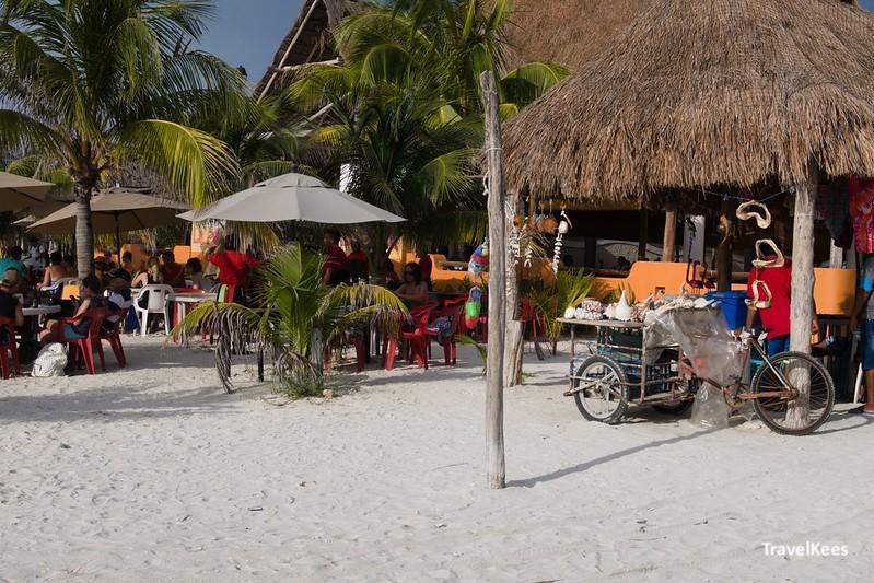 restaurant aan het strand van celestun