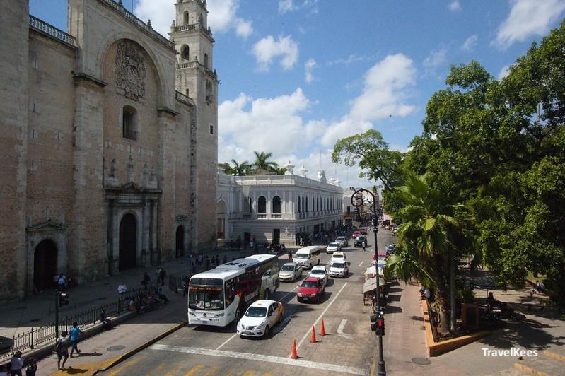 kathedraal en het centrale plein van Mérida, Mexico