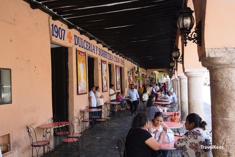 terrassen aan het centrale plein van mérida, mexico