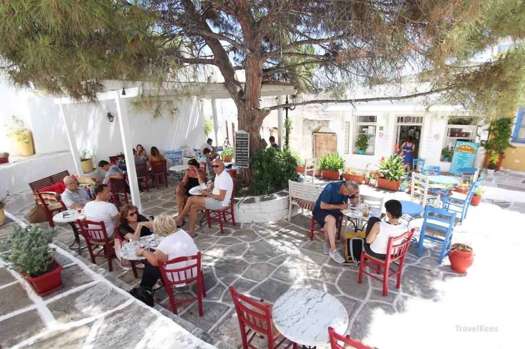 Grieks terrasje in Lefkes, Paros